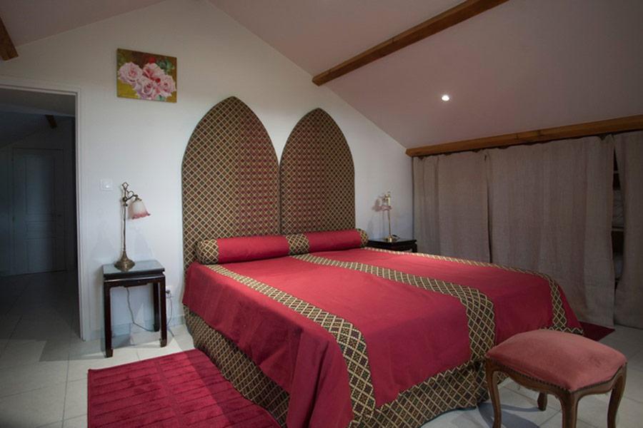 gite-chinon-chambre-coquelicot-2-900x600