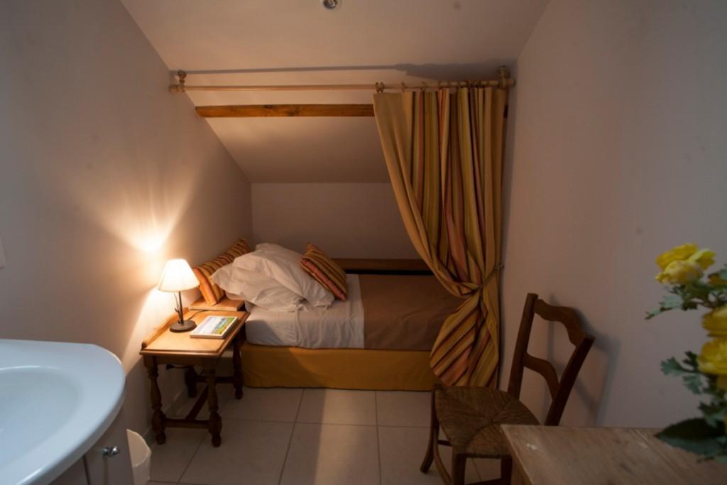 gite-chinon-chambre-simple-1200x800